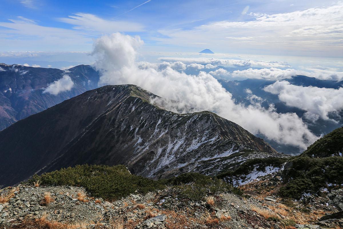 【北岳】登山百景-向こうに富士山