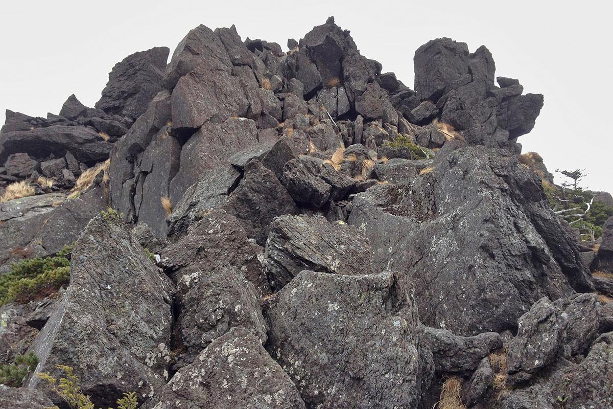 北横岳登山百景-岩場を歩く