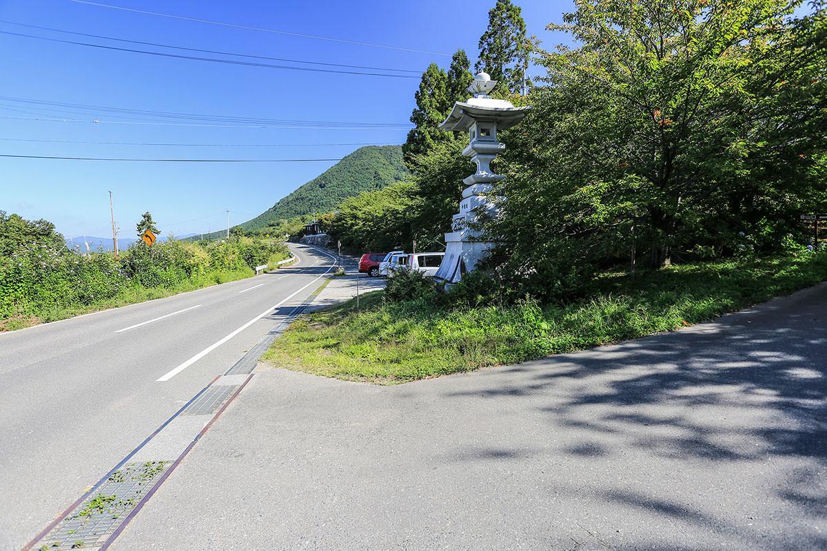 【高社山】登山百景-お寺前の駐車場