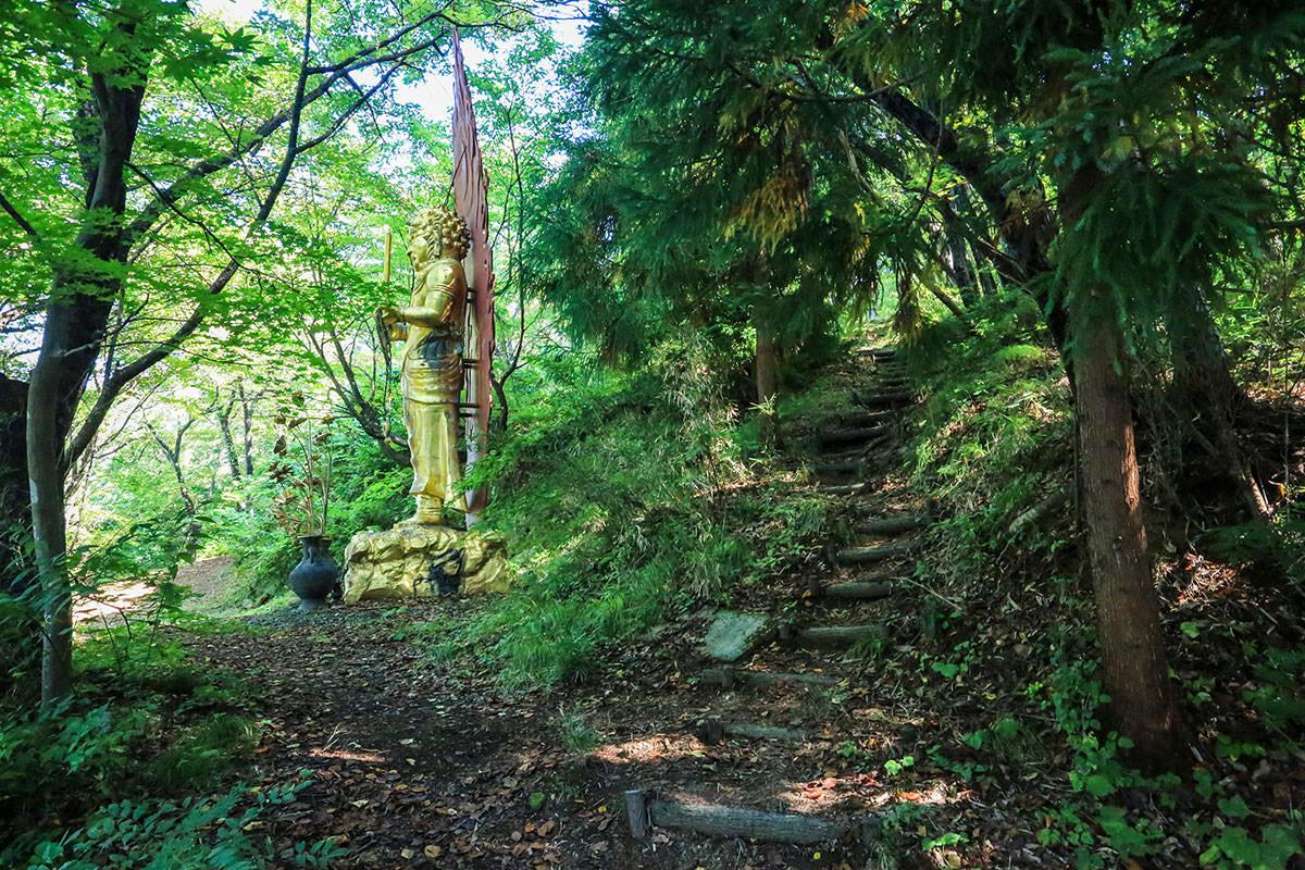 【高社山】登山百景-金色の仏像