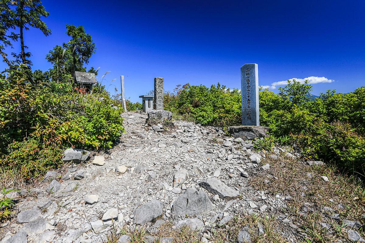【高社山】登山百景-山頂の東峰に到着
