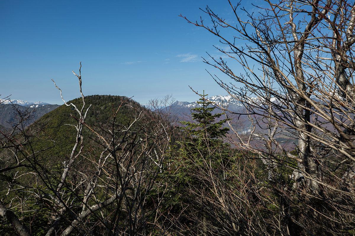 【黒姫山】登山百景-遠くに雨飾山