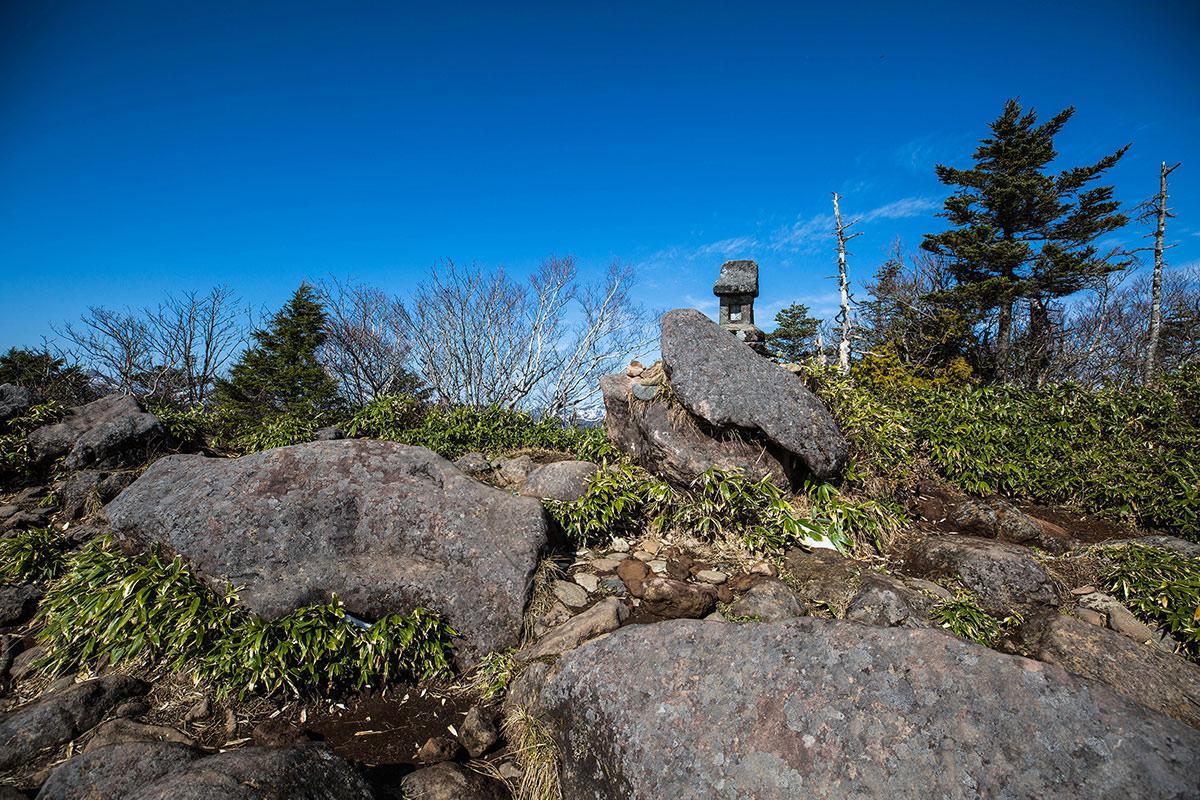 【黒姫山】登山百景-石の祠が置いてある