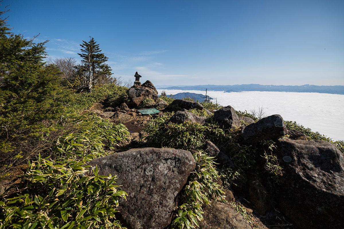 【黒姫山】登山百景-山頂部を眺める