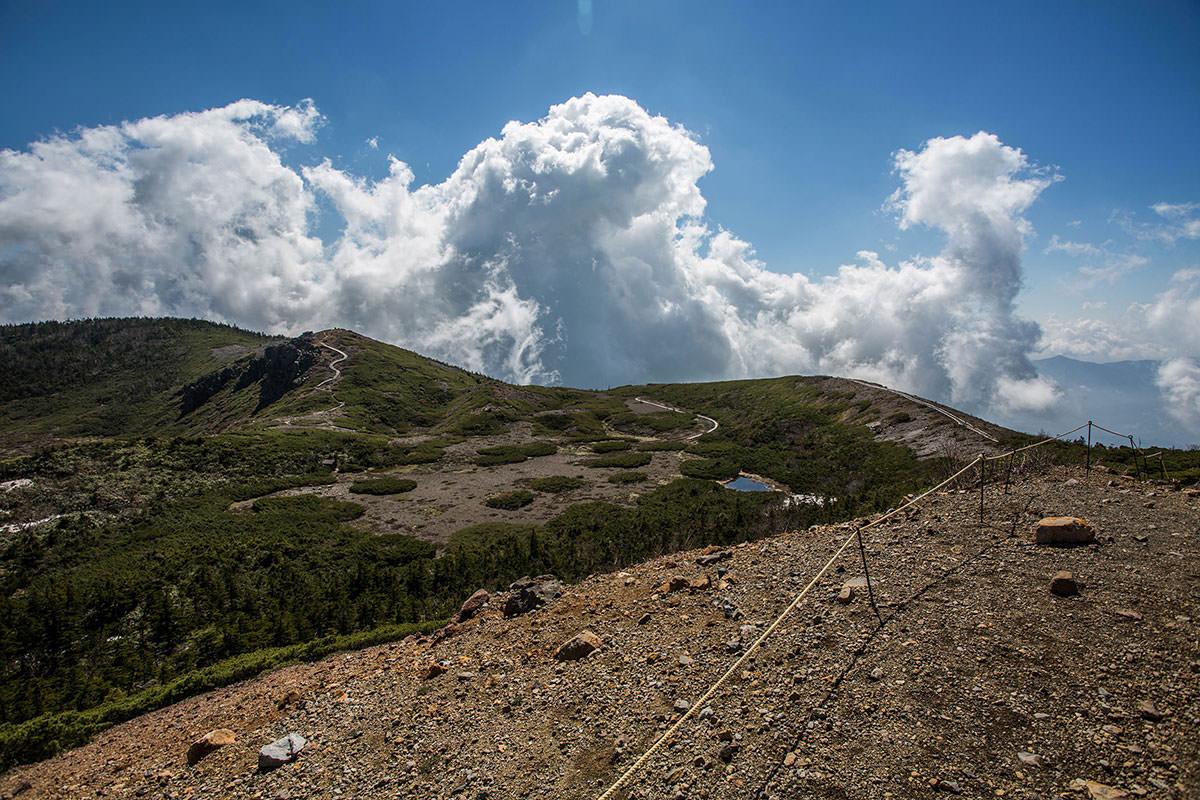 【本白根山 万座温泉】登山百景-草津の方には雲がモクモク