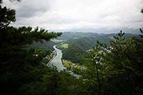 犀川を見下ろす