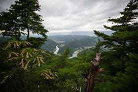 ずっと眺めていた景色を山頂から見る