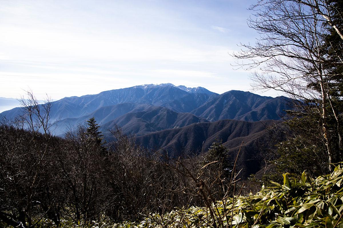 登っている最中に振り返ると木曽駒ヶ岳がよく見える