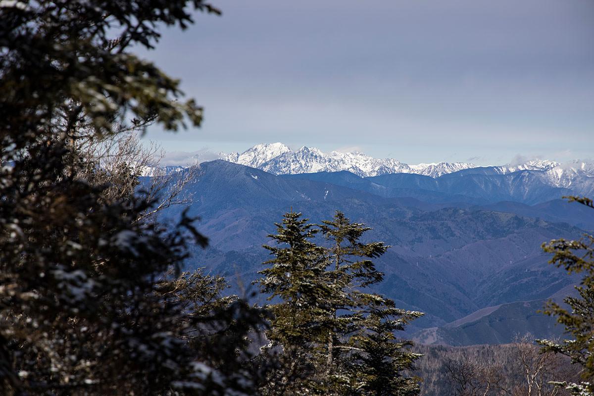 山頂から少し移動すると北アルプス南部の山々