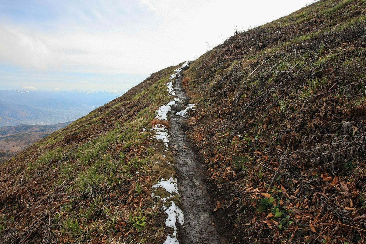 【斑尾山】登山百景-雪がうっすら