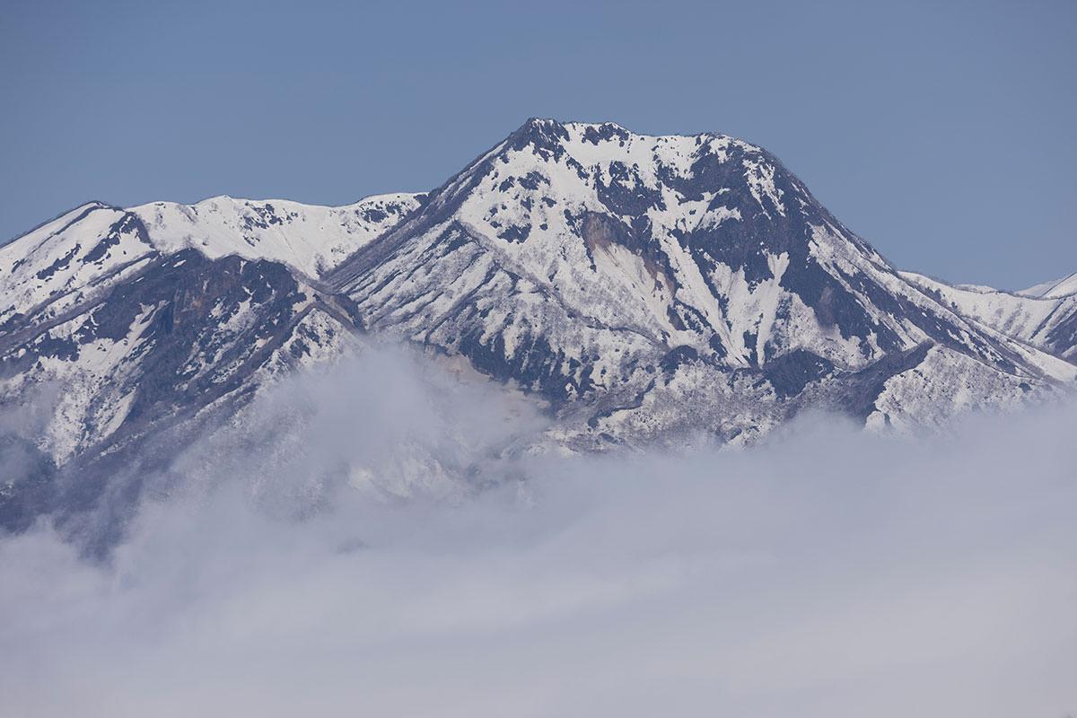 妙高山も雪が多い