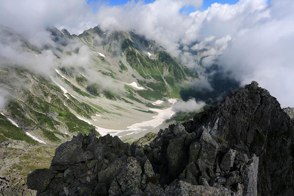 前穂高岳から見下ろす涸沢カール