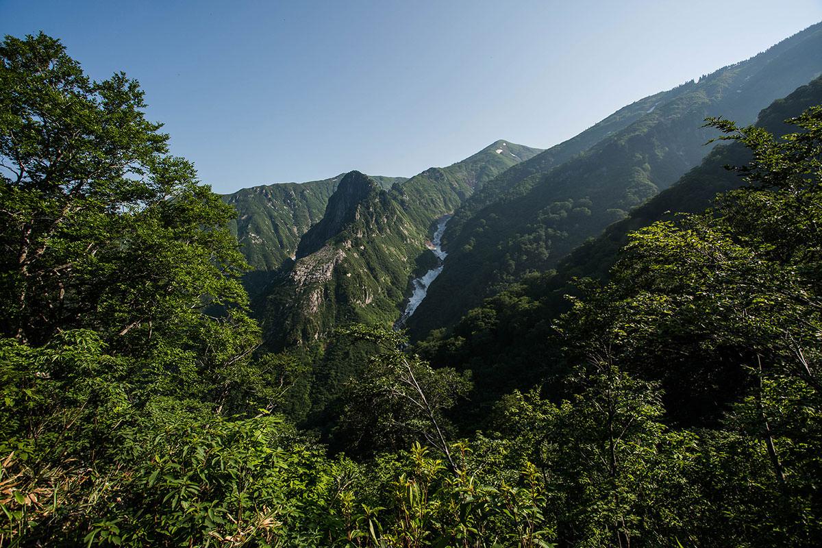 【巻機山】登山百景-天狗岩とヌクビ沢が見える