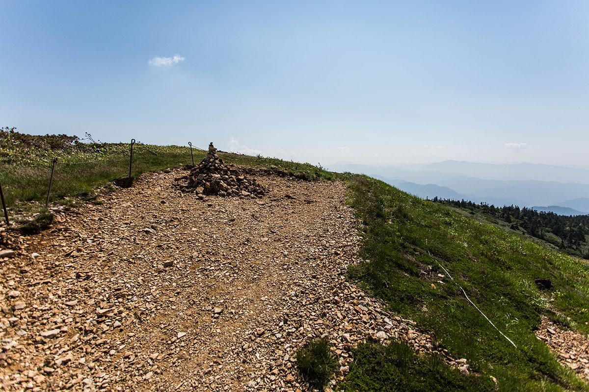【巻機山】登山百景-最高地点のケルン
