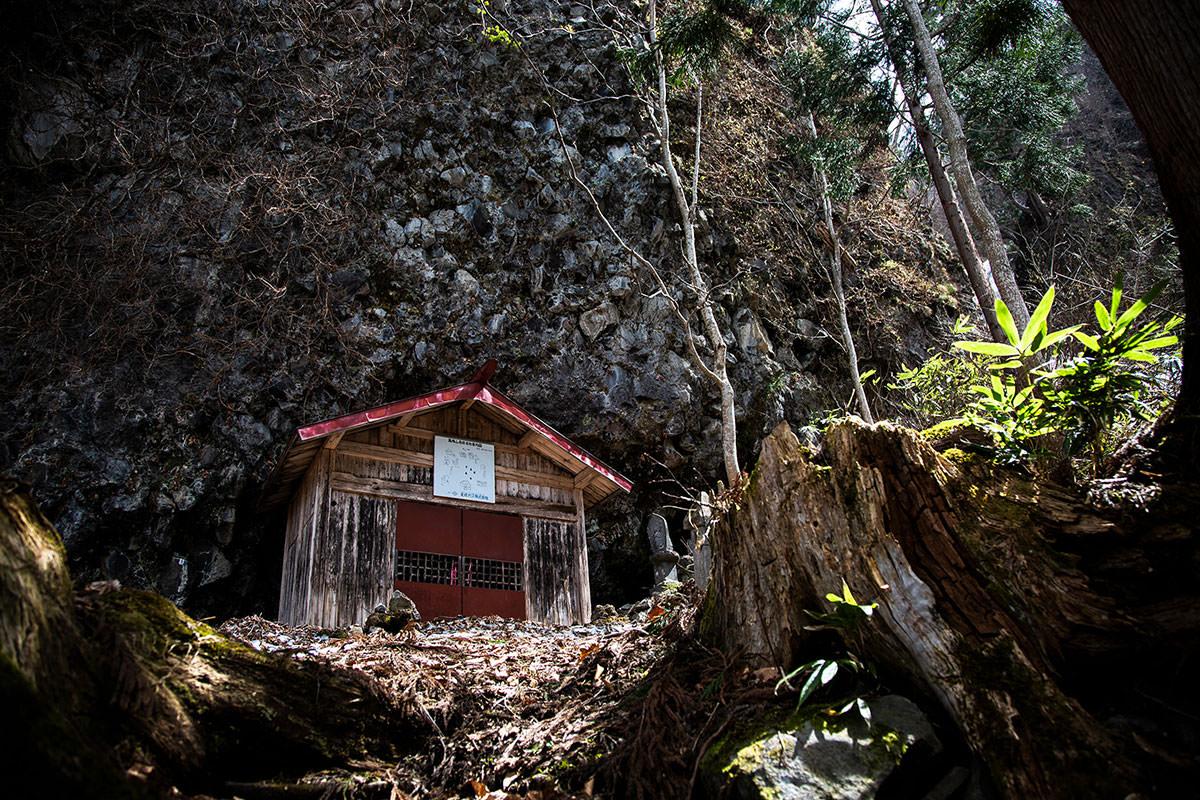 【万仏山】登山百景-万仏岩に着いた