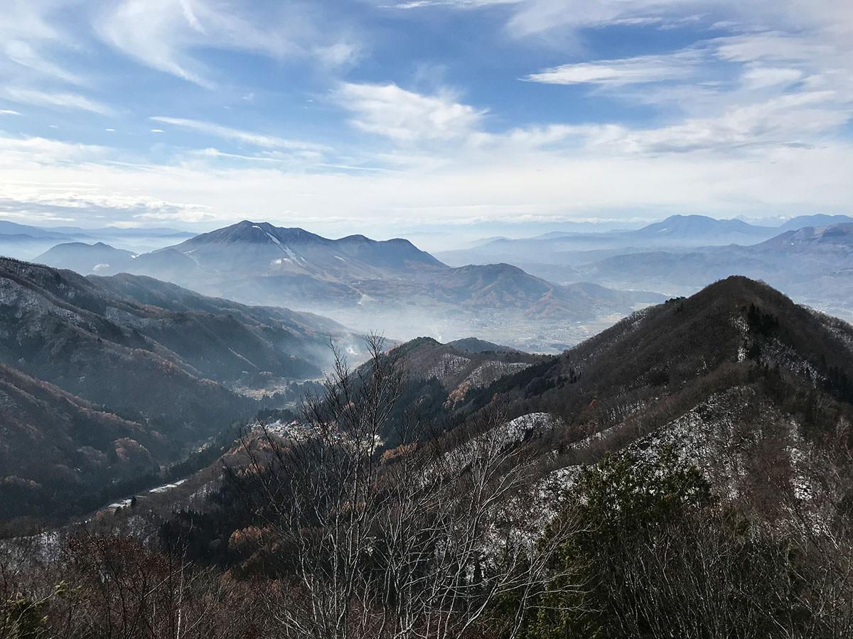 南峰から見る木島平方面は印象的