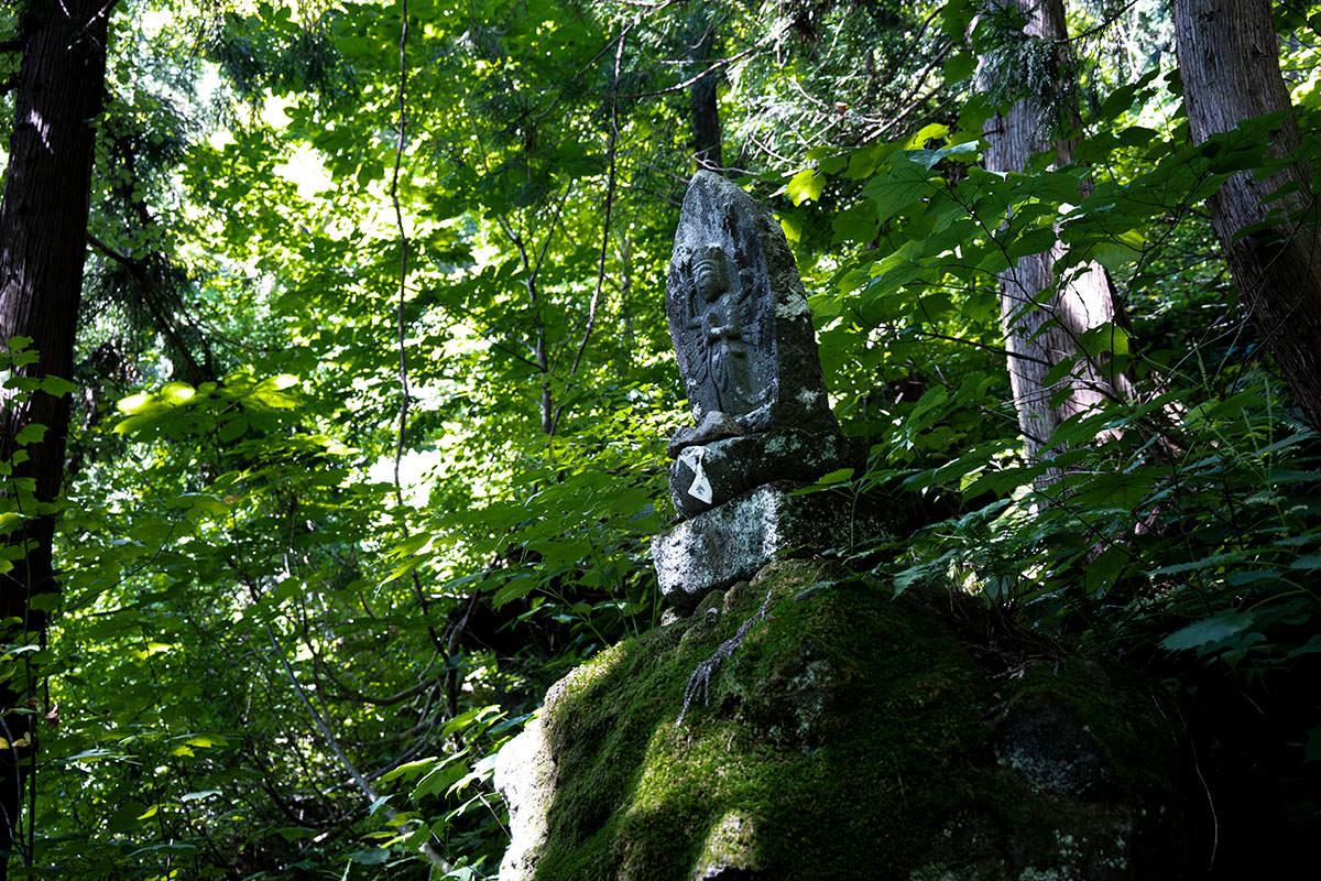 万仏山から下には石仏