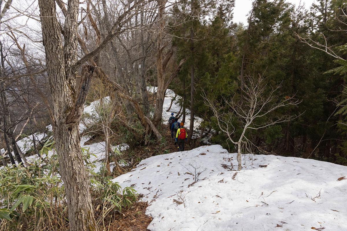 万仏山-登っていくと雪が増えてきた
