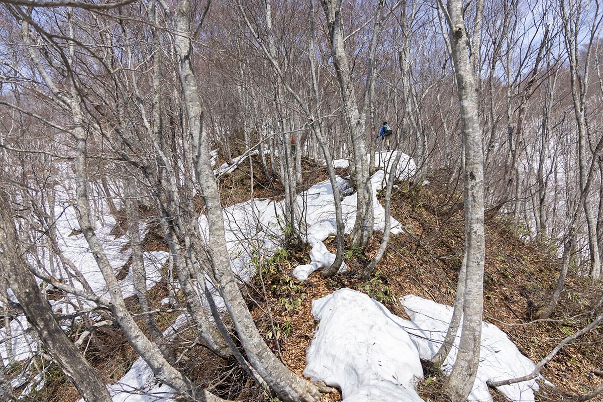 万仏山-雪の細い登り
