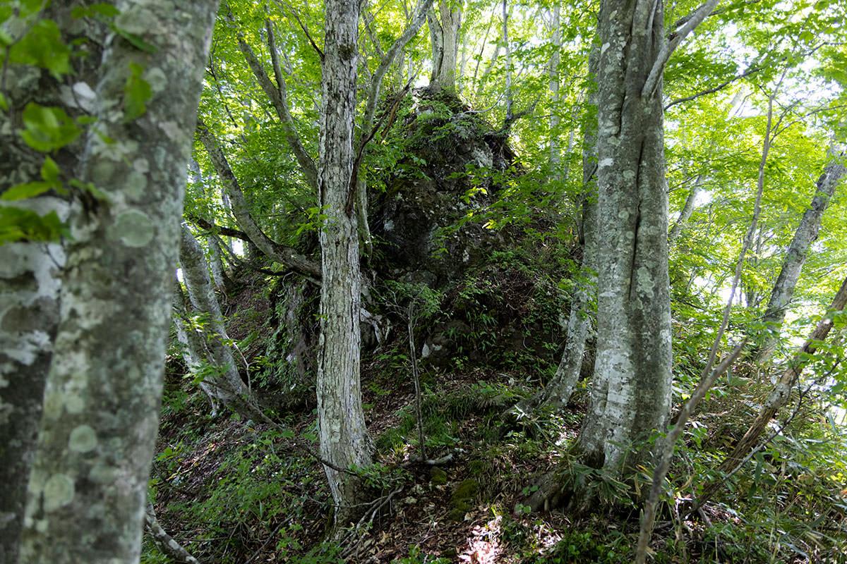万仏山-この岩を登る