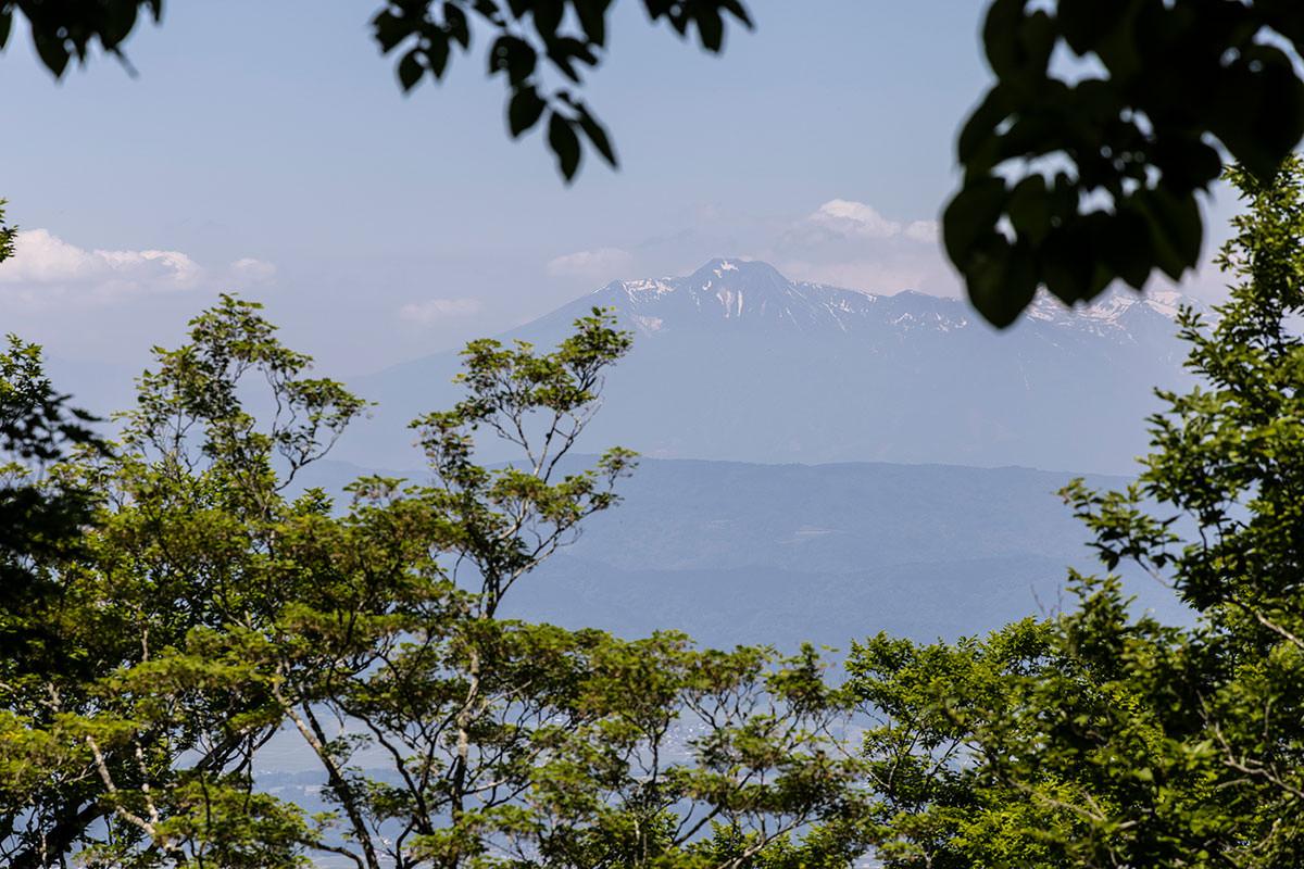 万仏山-妙高山がチラリと見える