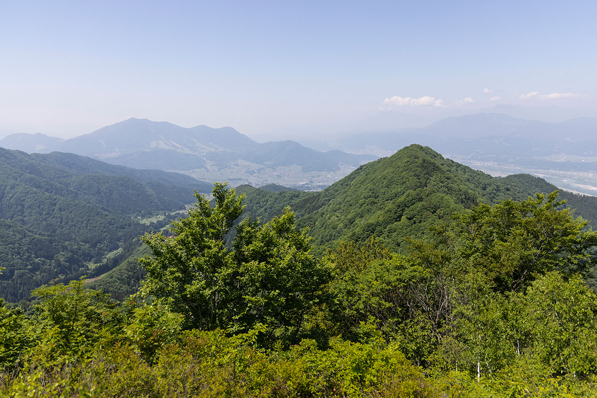 万仏山-高社山や麓の街が見える