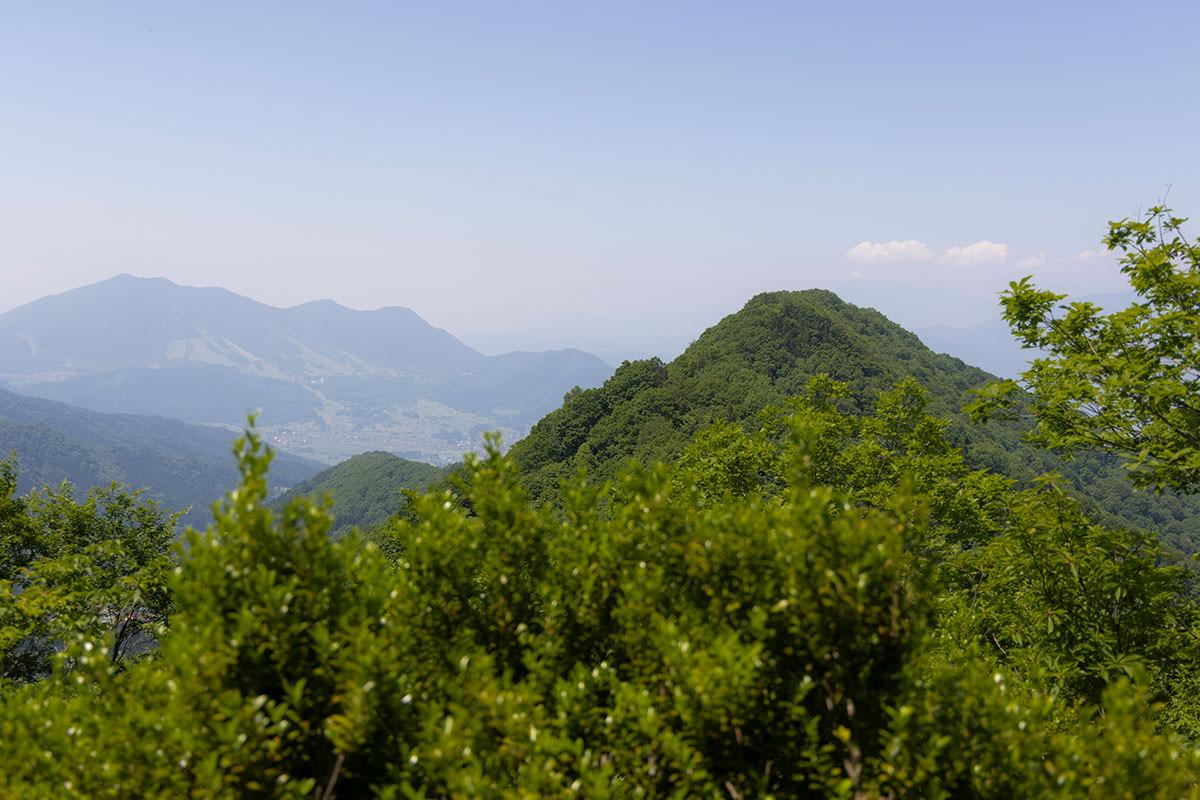 万仏山-馬曲山が間近に見える