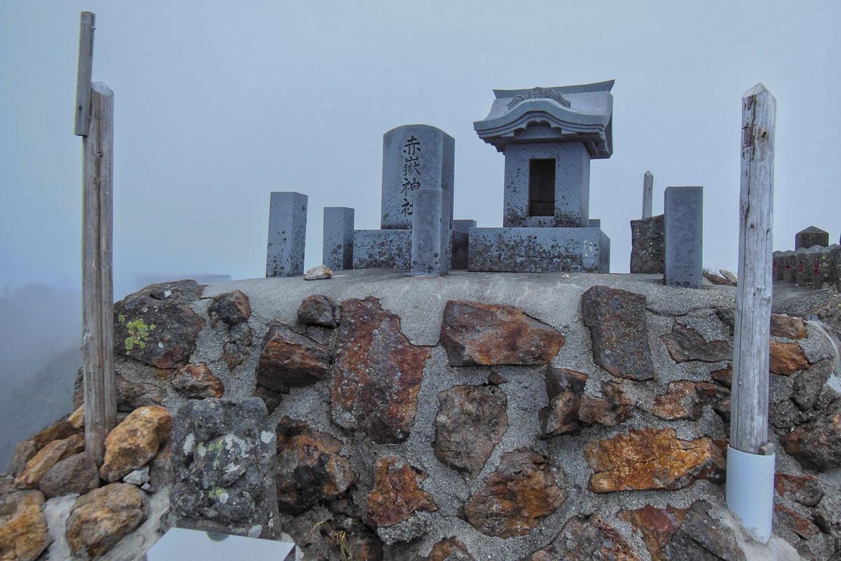山頂の赤嶽神社