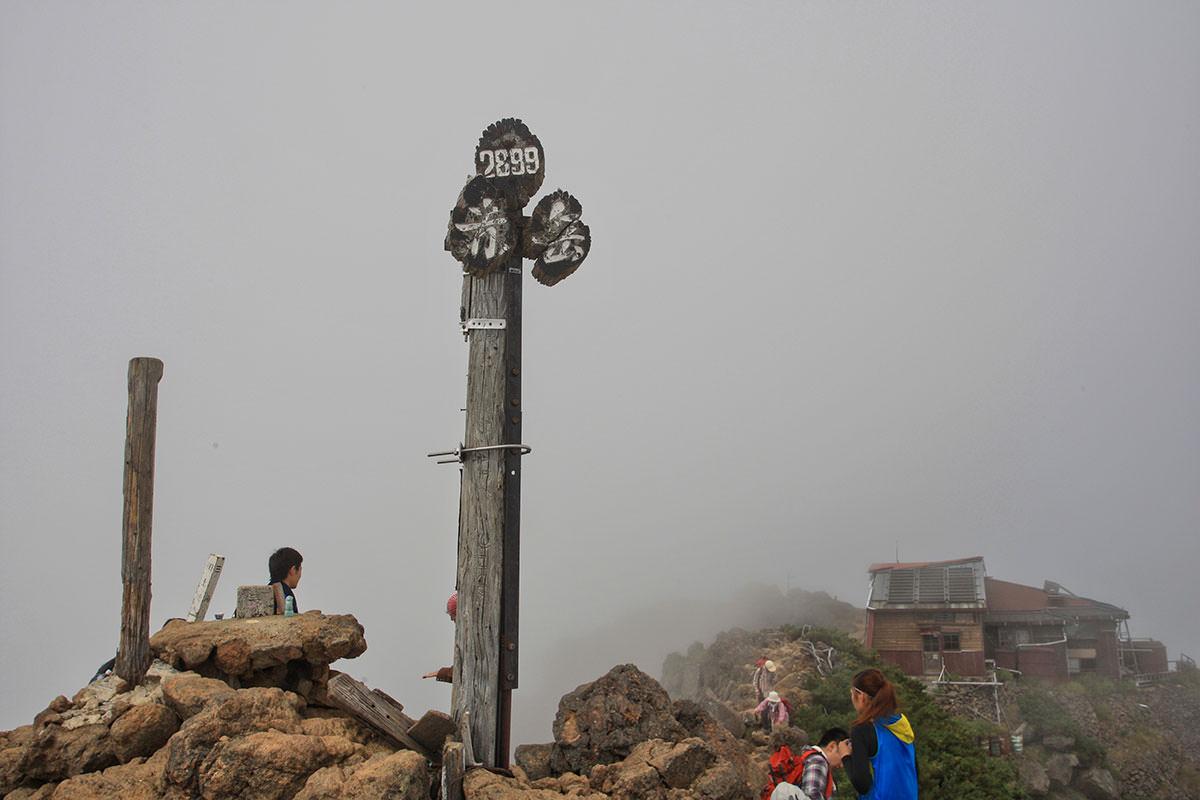 山頂は午後になると曇るらしい