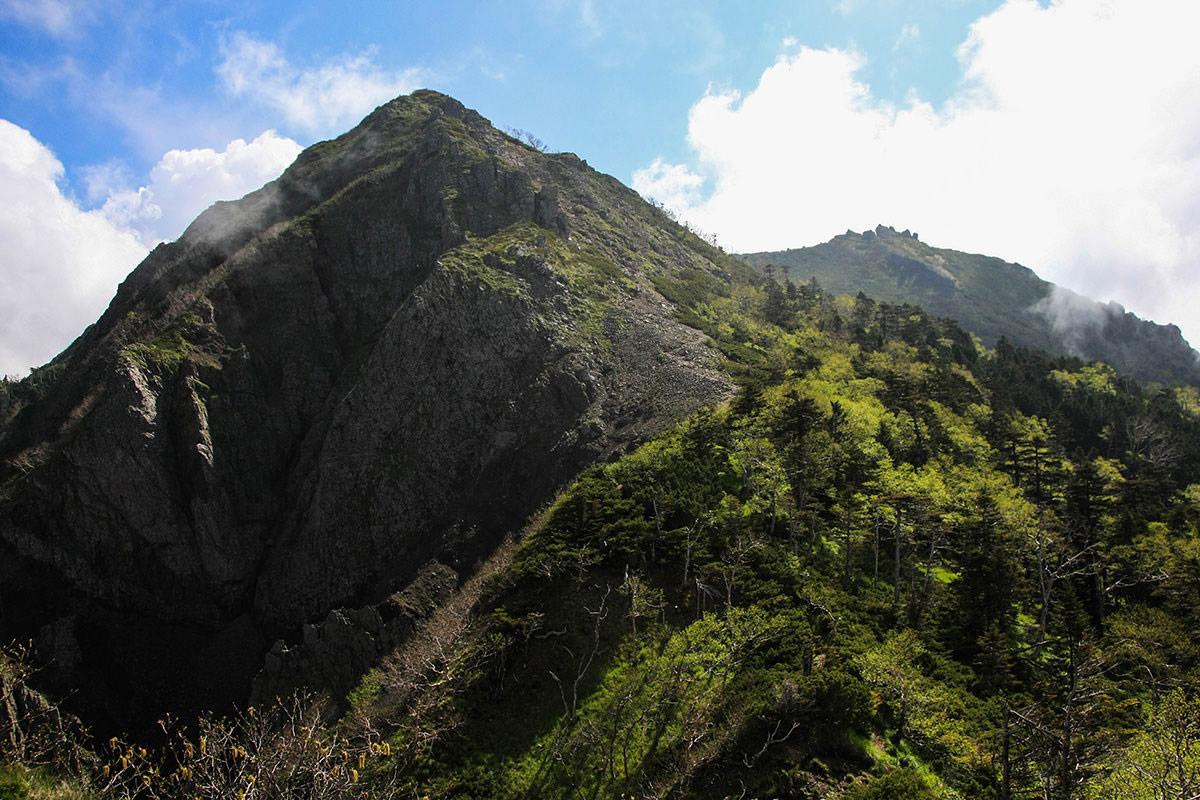 【南八ヶ岳 南北縦走】登山百景-権現岳が近づいた