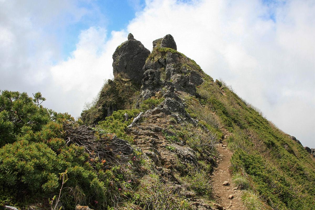 【南八ヶ岳 南北縦走】登山百景-権現岳山頂が飛び出てる