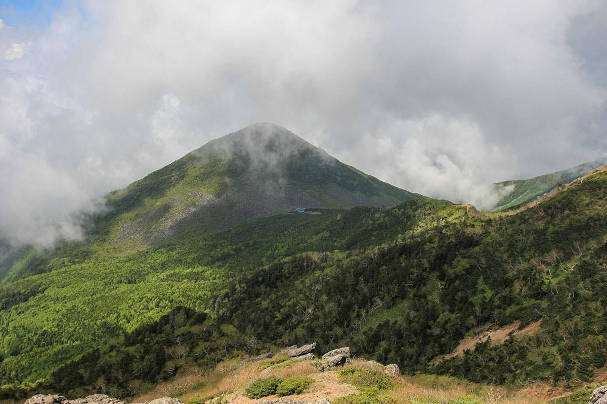 【南八ヶ岳 南北縦走】登山百景-編笠山を見下ろす