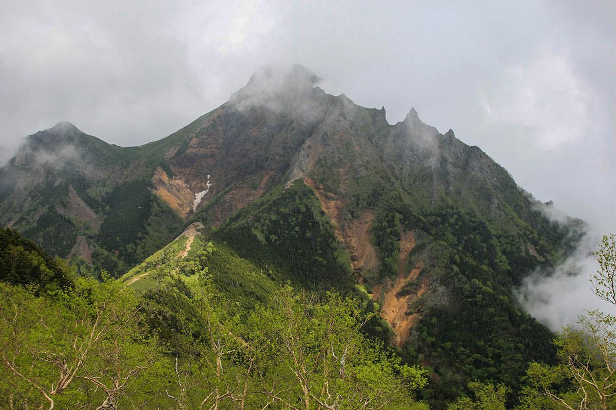 【南八ヶ岳 南北縦走】登山百景-近くなった赤岳へさらに下りる