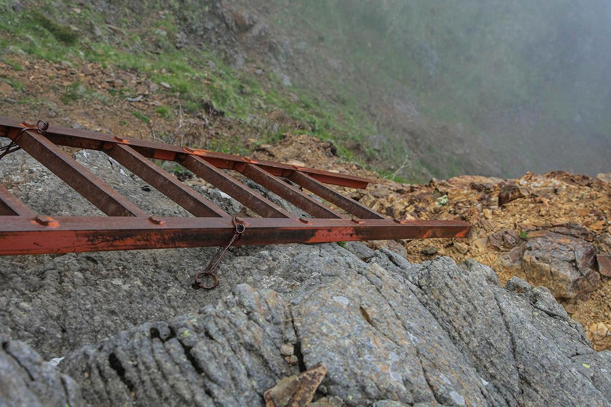 【南八ヶ岳 南北縦走】登山百景-このハシゴは下が浮いている