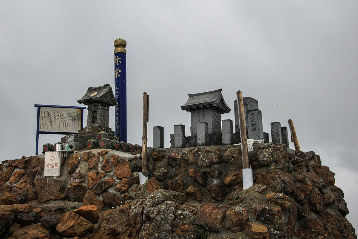 【南八ヶ岳 南北縦走】登山百景-赤岳山頂の祠