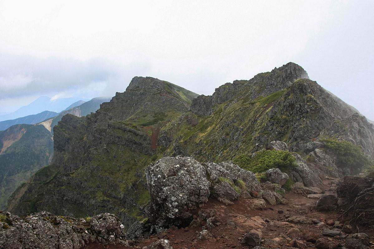 【南八ヶ岳 南北縦走】登山百景-横岳が遠い