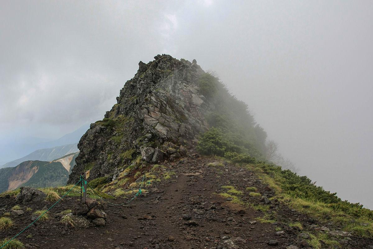 【南八ヶ岳 南北縦走】登山百景-横岳はあのピークの先