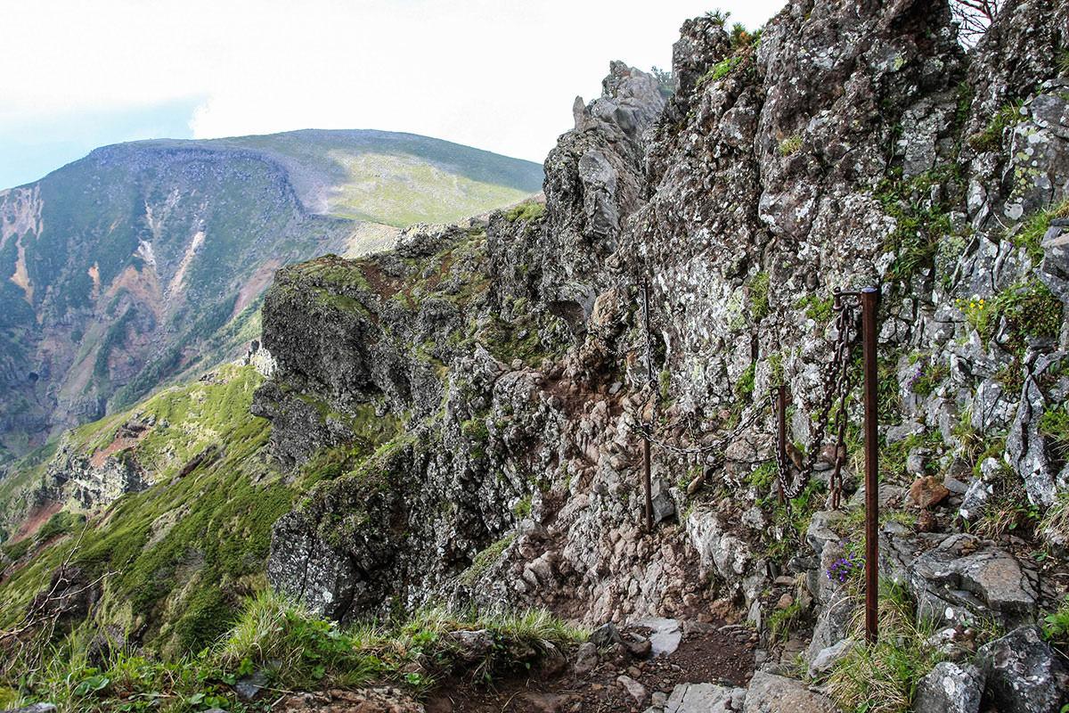 【南八ヶ岳 南北縦走】登山百景-狭い岩場はこれが最後
