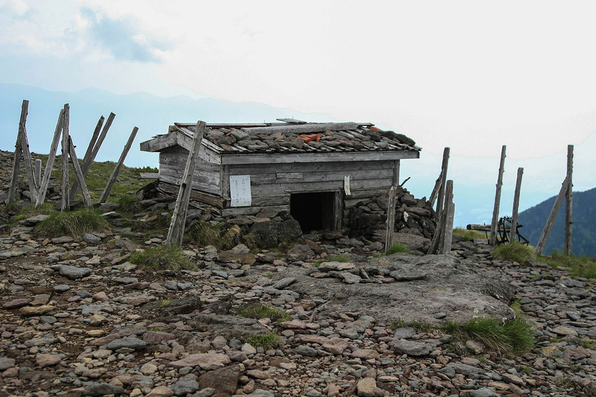 【南八ヶ岳 南北縦走】登山百景-硫黄岳の避難小屋