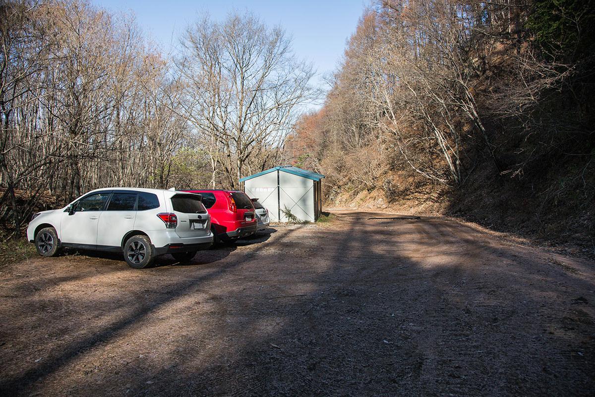 【茂来山】登山百景-登山口の前に駐車スペース