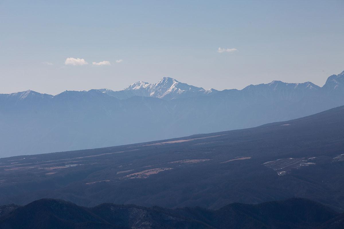 八ヶ岳の先に南アルプス
