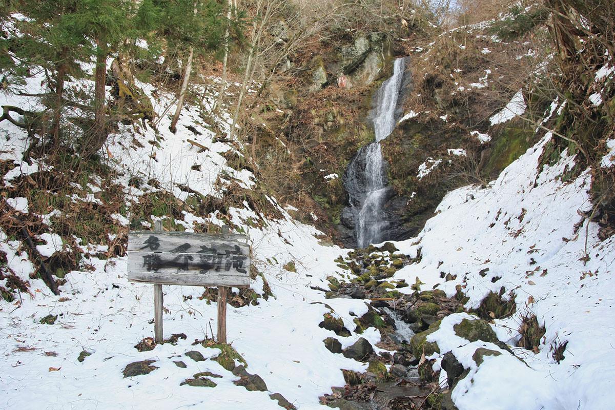 【虫倉山 不動滝コース】登山百景-水が落ちている
