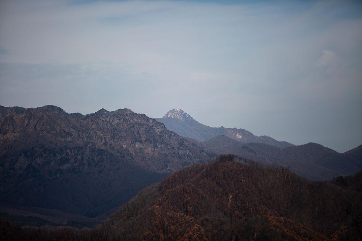 奥に見える妙高山も越後富士らしい形