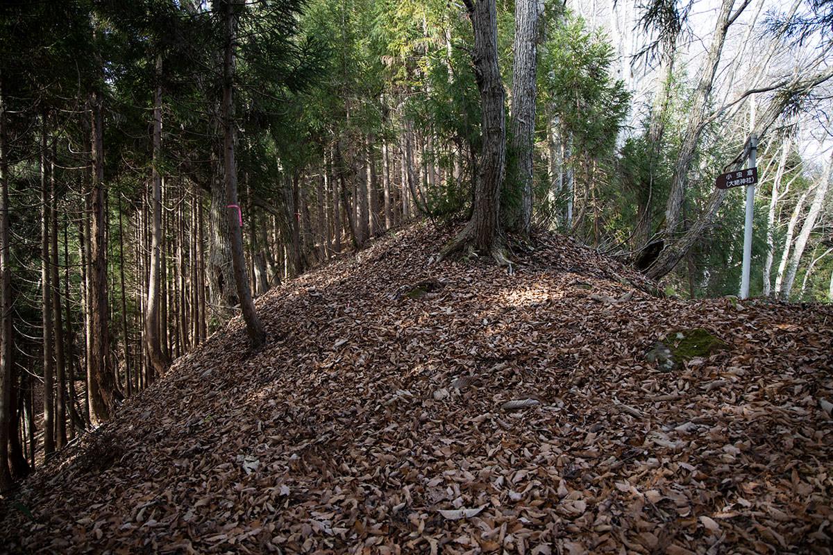 右が峠の登山口方面