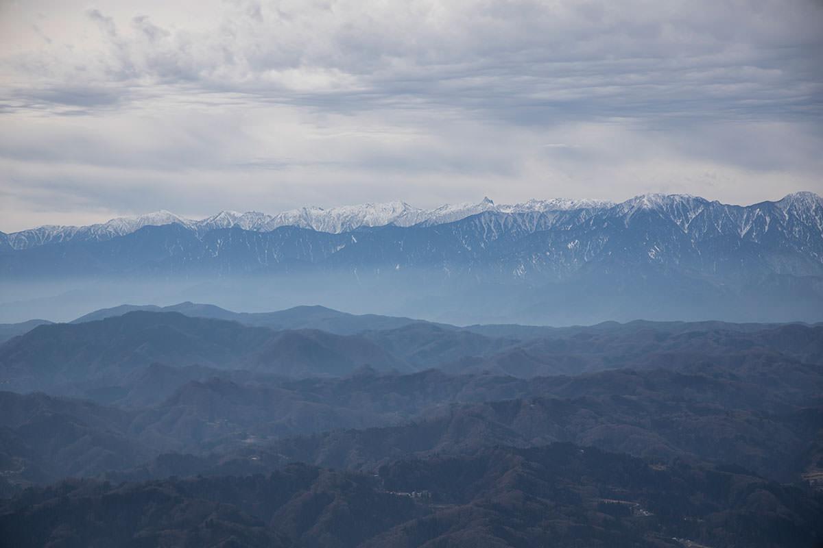 北アルプス南部の山並み