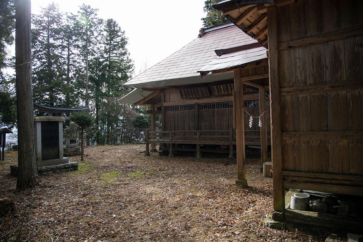 虫倉神社の裏に出た