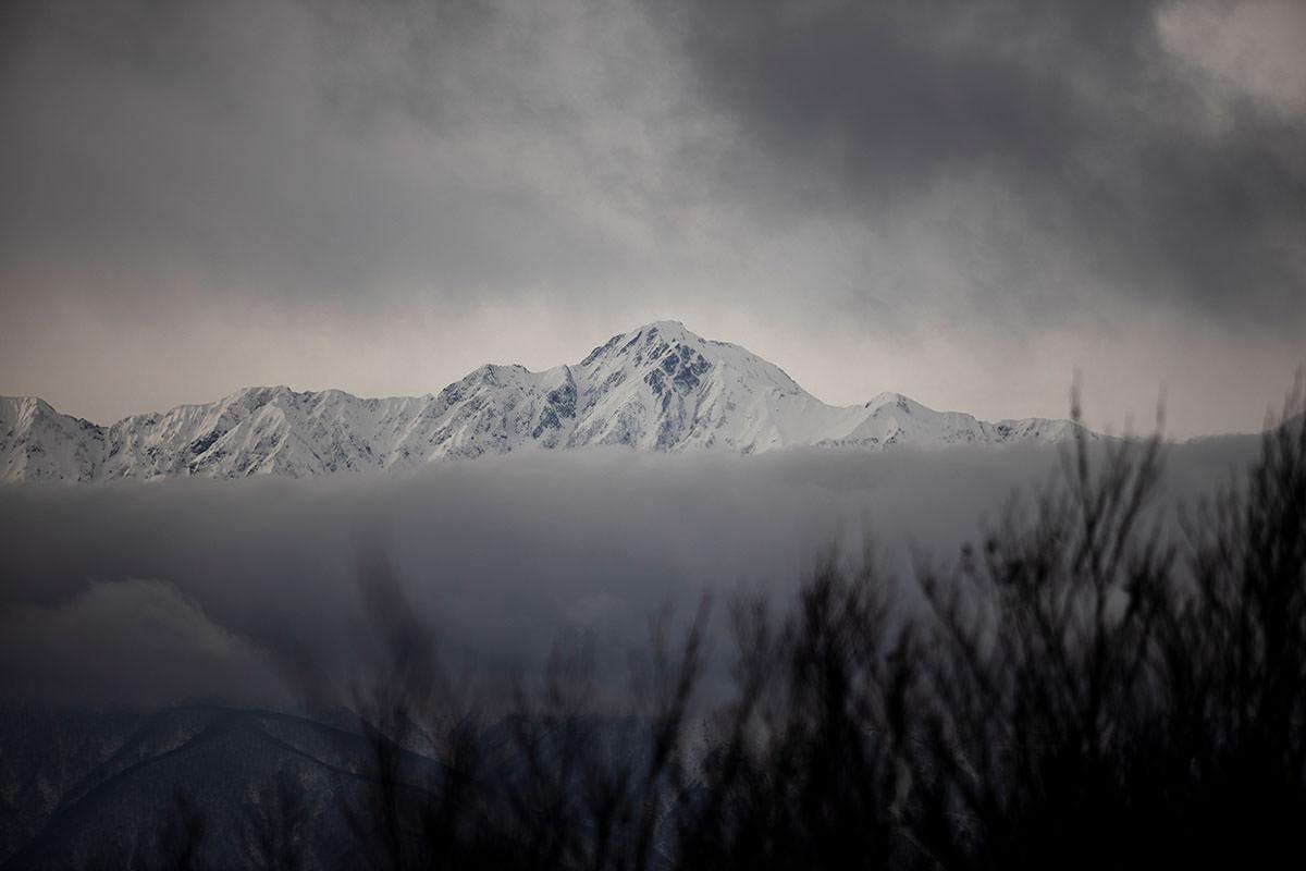 五竜岳には武田菱の雪形が見える