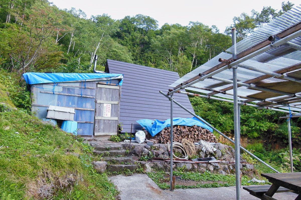 【妙高山】登山百景-三角屋根の源泉