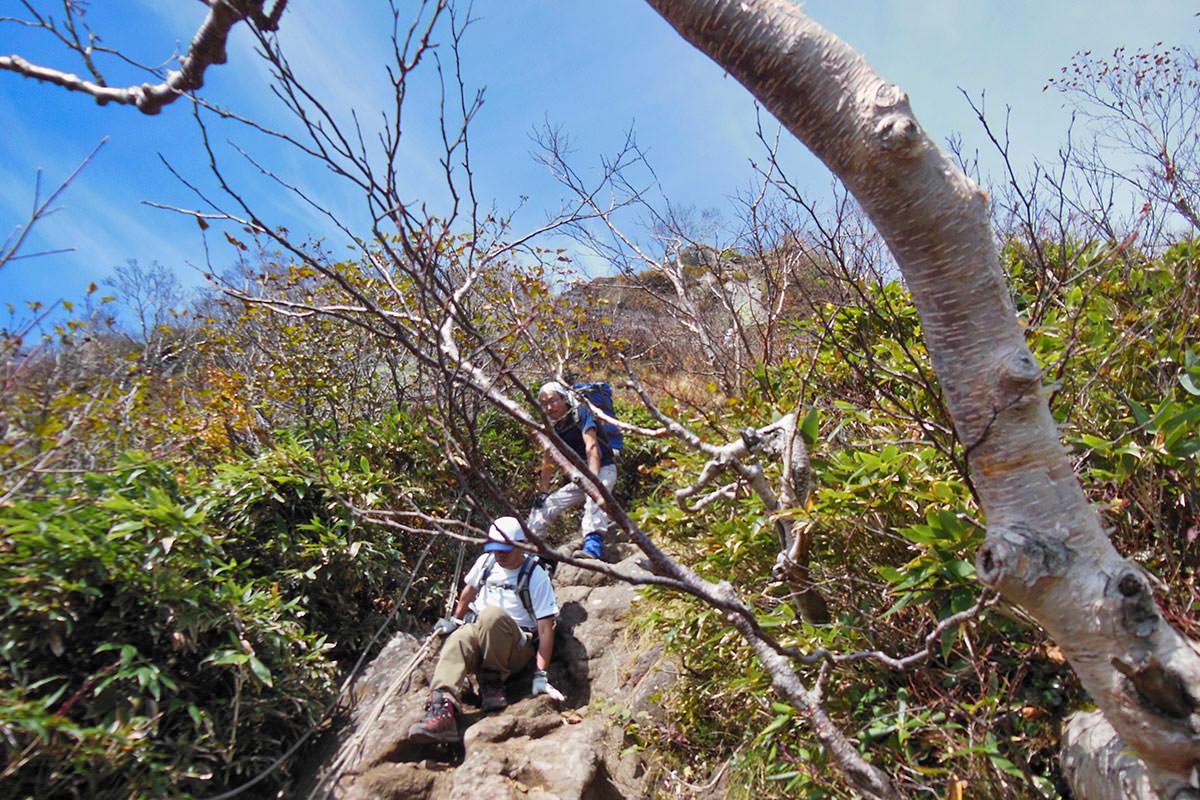 【妙高山】登山百景-9合目の鎖場