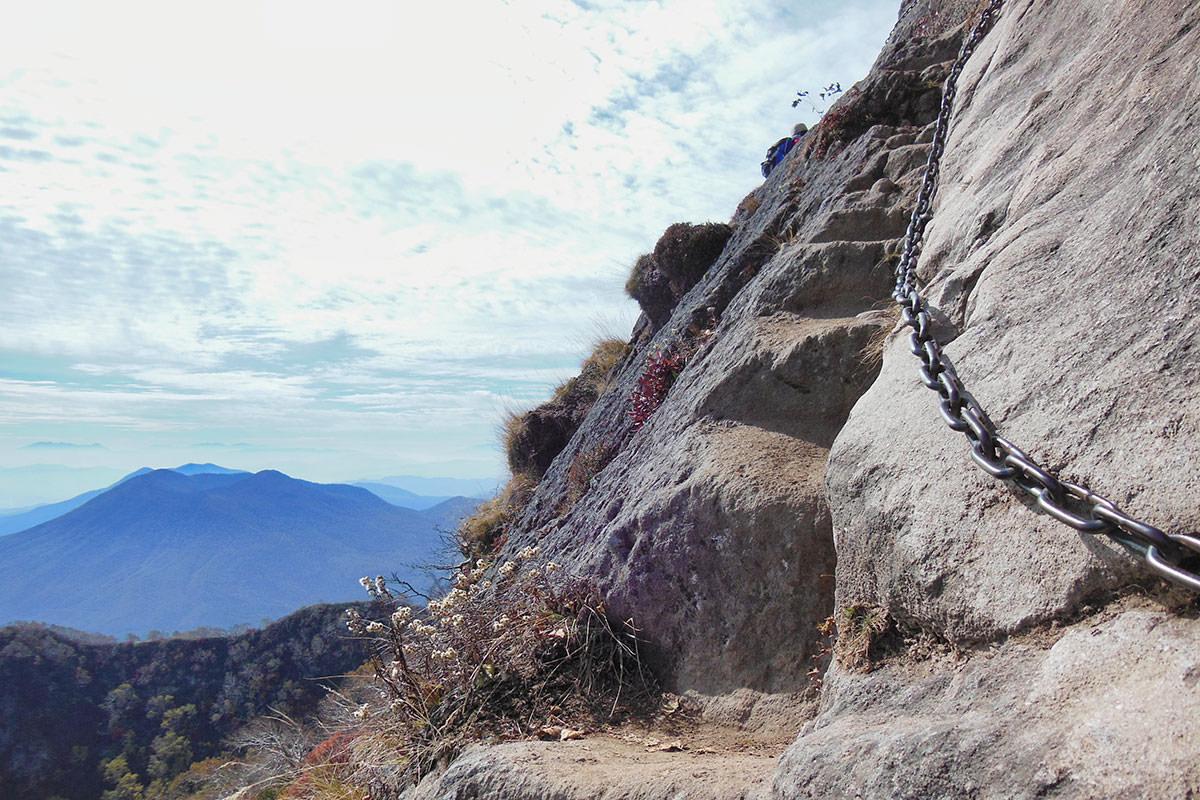 【妙高山】登山百景-足場は片足分の幅